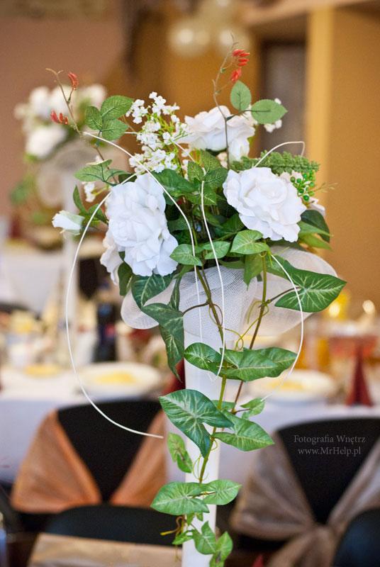 Kwiaty i ozdoby na stołach  - Sala Mega Tomaszów Mazowiecki