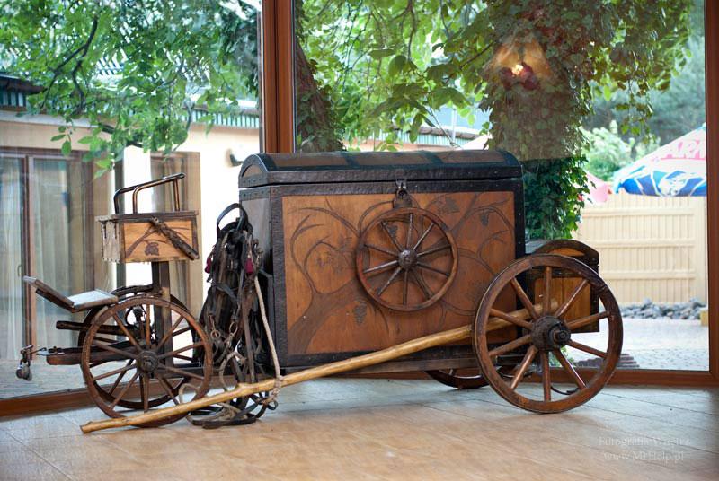 Wystrój sali, stary wóz - Sala Mega Tomaszów Mazowiecki